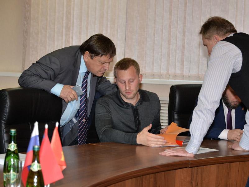 Евгений Ростов и Валерий Кузьмин на заседании депутатской комиссии по ЖКХ